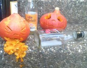 Finger weg vom Alkohol - Es nimmt euch aus der Fettverbrennung und bringt nicht nur Kürbise zum Kotzen.