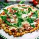 Low Carb Pizza mit Blumenkohlboden - www.kochhelden.tv