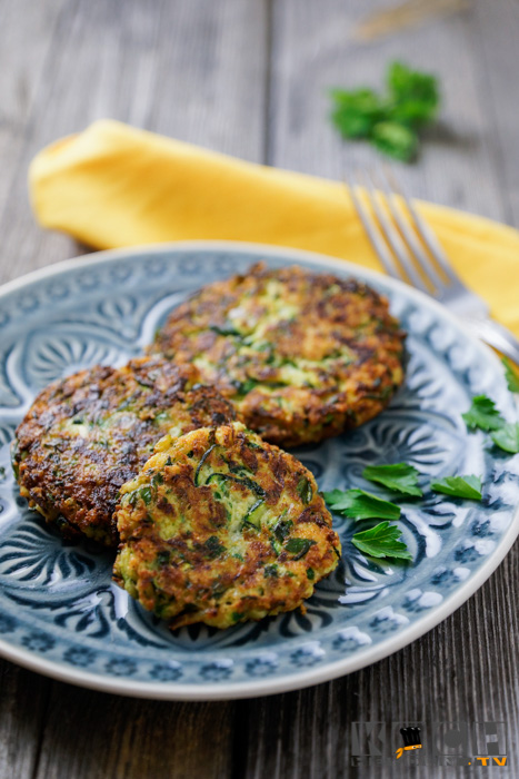 Low Carb Zucchini-Puffer - www.kochhelden.tv