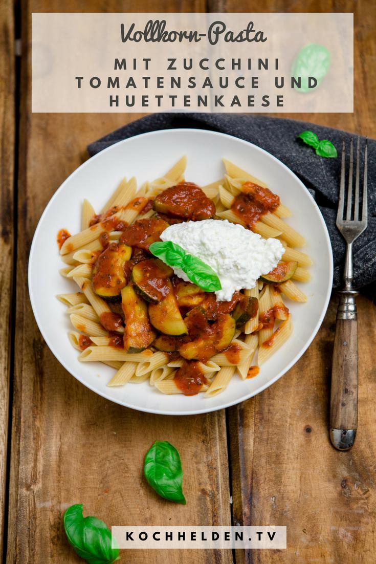 Pasta mit Zucchini Tomatensauce und Huettenkaese - www.kochhelden.tv