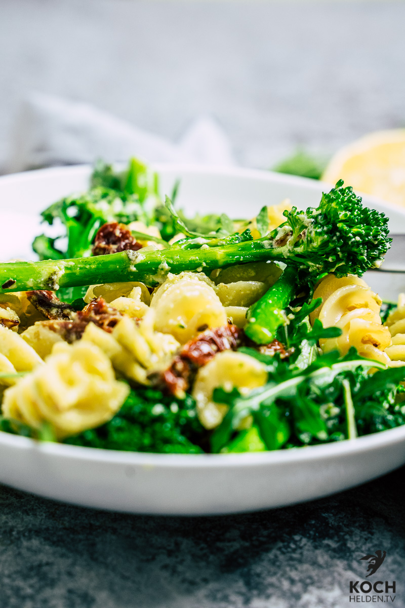 Brokkoli_Pasta_vegane_Cashewsauce - www.kochhelden.tv